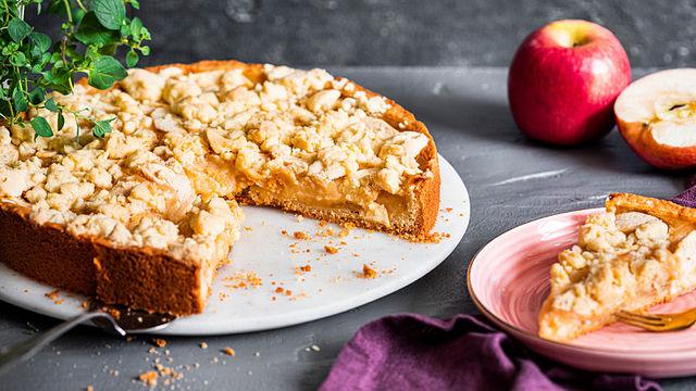 Supersaftiger Apfel-Vanillepudding-Kuchen: gleich ausprobieren!