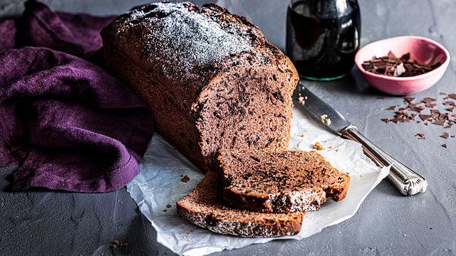 Saftiger Rotweinkuchen mit Schokostreusel
