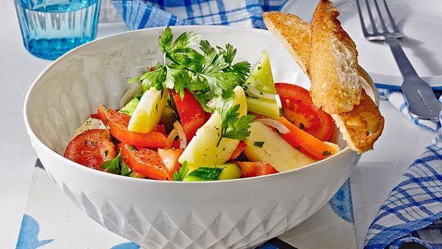 Erfrischend und sommerlich: 30 Varianten für Gurkensalat