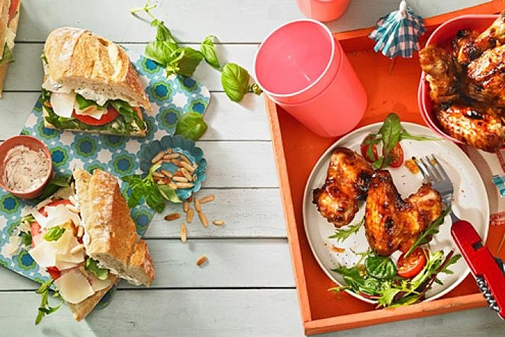 Lecker gefüllter Picknickkorb