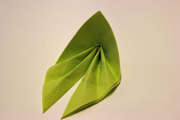 servietten falten effektvolle tischdeko von schnell bis. Black Bedroom Furniture Sets. Home Design Ideas