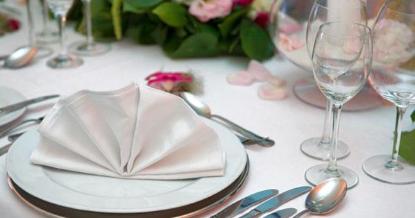 Blumen, Geschirr und Möbel: Tischdeko im Frühling   Chefkoch.de