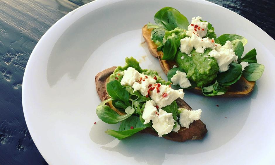 Süßkartoffel-Toast mit Avocado