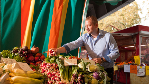 Adrian Springer kennt sich mit Gemüse aus