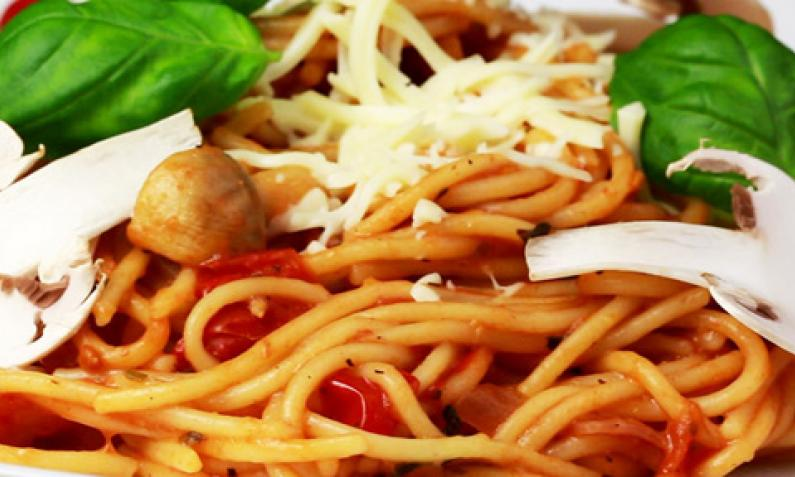One Pot Pasta mit Tomaten und Champignons