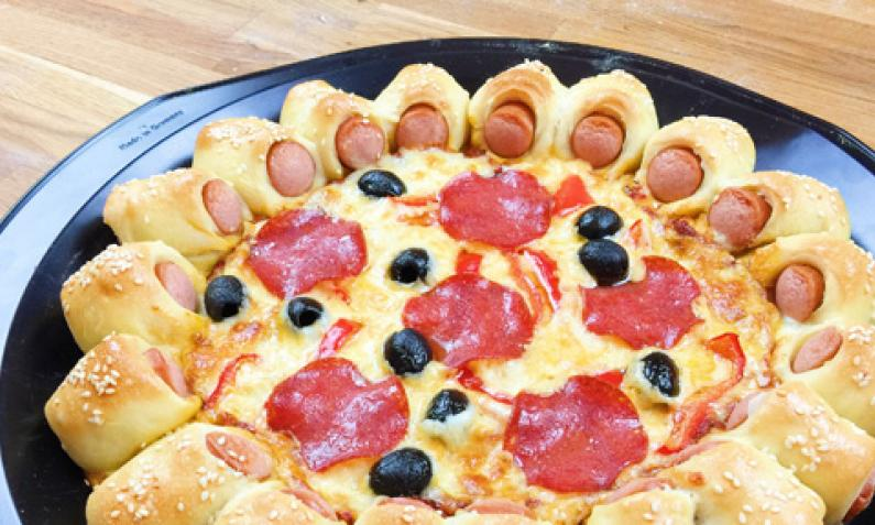 hot dog pizza mit knackigem w rstchenrand video. Black Bedroom Furniture Sets. Home Design Ideas