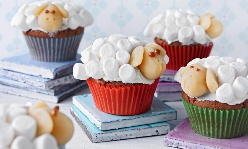 Cupcake-Schafe mit Marshmallow-Frosting