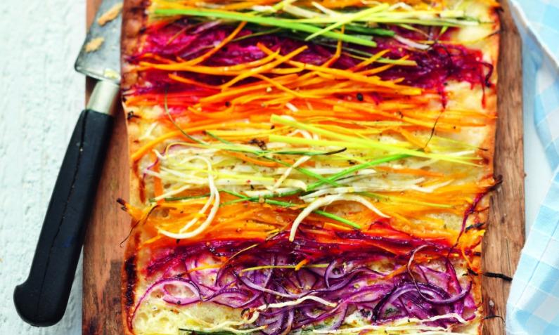Flammkuchen mit Wurzeln: vitaminreich ins neue Jahr