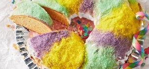 Kuchen in den Farben des Regenbogens