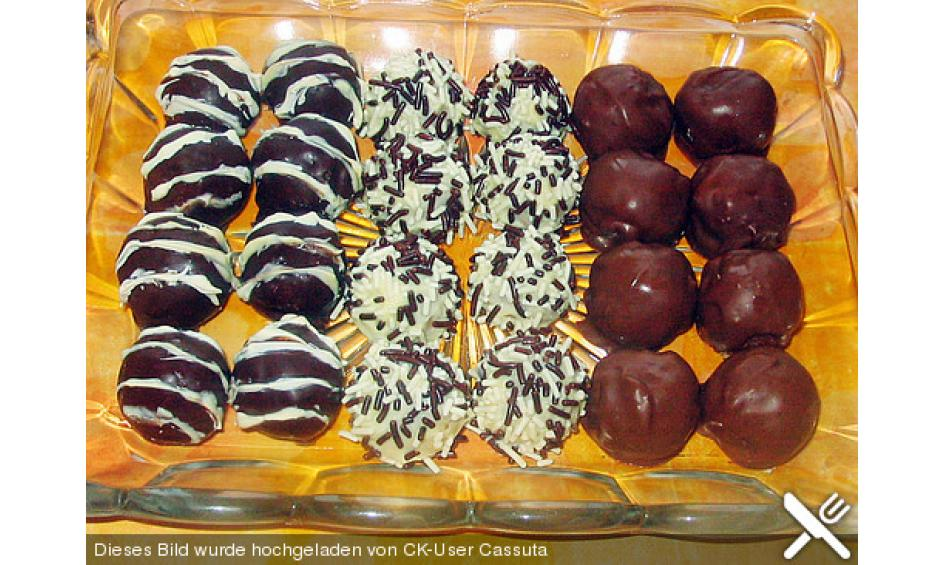 cake pops kleine kuchen mit sti e l. Black Bedroom Furniture Sets. Home Design Ideas