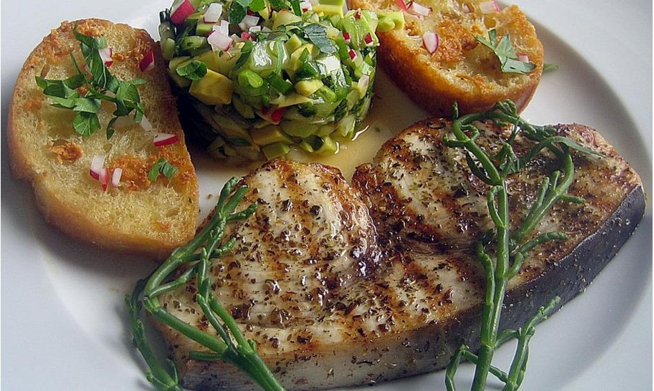 Rezept Gegrillte Schwertfisch - Steaks mit Avocado - Salsa
