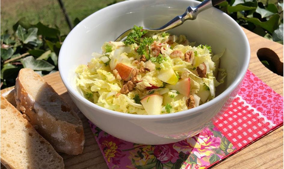 Rezept Herbstlicher Salat vom Chinakohl mit Äpfeln und Walnüssen