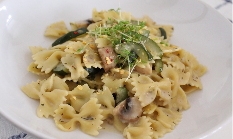 Rezept One Pot Pasta mit Zucchini & Champignons