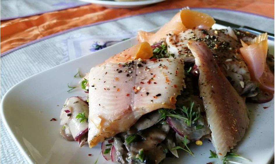 Rezept Räucherfisch mit Champignon-Radieschen Salat