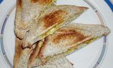 Toast mit Banane und Curry