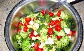 Knackiger bunter Brokkolisalat