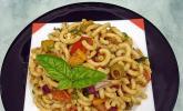 Mediterraner Spaghettisalat mit Pesto rosso