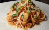 Pasta mit Tomaten-Sahne-Sauce mit Aubergine