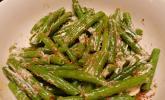 Grüner Bohnensalat mit Mayonnaise und geröstetem Sesam