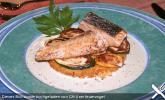 Kross gebratener Lachs mit Zucchini auf Polentaschnitten an Wasabisauce