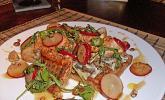 Oliventoast mit Rucola und gebratenem Lachs