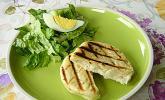 Gegrillte Brotfladen mit Käse