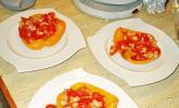 Tomatensalat in Paprikakörbchen