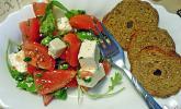 Tomatensalat mit Rucola und Schafskäse