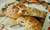 Brot mit Oliven und getrockneten Tomaten