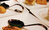 Thunfischmousse in schwarzer Olivensauce