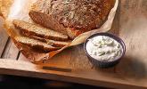 Rustikales Brot im Bräter