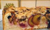Zwetschgenkuchen mit Nuss-Streuseln und Hefeteig