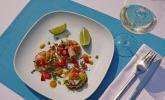 Ceviche mit Kabeljau, Tomaten und Koriander auf Guacamole