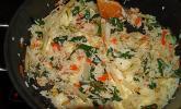 Mangold-Reis-Pfanne mit Feta, Pinienkernen und frischem Ingwer