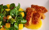 Sesam-Hähnchensticks mit Mango-Feldsalat