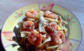 Garnelen in Chutney-Tomaten-Sugo zu Pasta