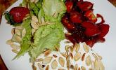 Erdbeer-Kompott mit kernigem Ziegenkäse