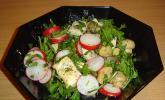 Rucolasalat mit Radieschen und Hähnchenbrust