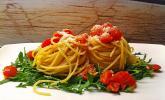 Pasta aglio olio mit Rucola und Tomaten
