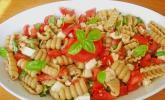 Tomate-Mozzarella-Nudel-Salat