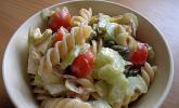 Nudelsalat mit Artischockenherzen und Thunfischsauce