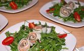 Mozzarella - Röllchen mit Lachs auf Rauke