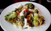 Mediterrane Pasta - Pfanne mit Gemüse und Ziegenkäse