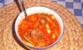 Schlanke Tomaten-Gemüsesuppe mit Hackbällchen