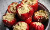 Gefüllte Paprika mit Cous-Cous und Tomatensoße