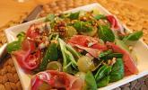 Gourmet Feldsalat mit Trauben, Schinken und Nüssen