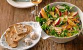 Feldsalat mit Champignons und Camembert