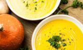 Kürbissuppe mit einem Hauch Curry