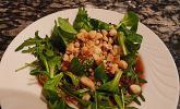 Feldsalat mit Macadamia-Nüssen