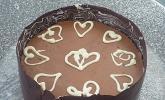 Mousse au Chocolat-Torte im Schokomantel